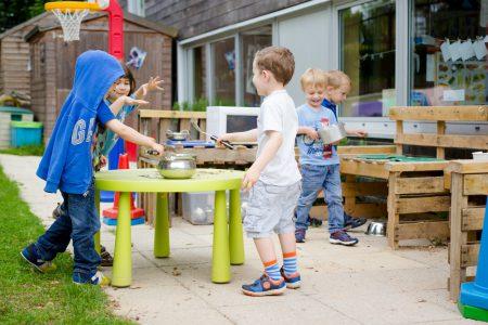 rhodes-avenue-photo-nursery-boys-playing-in-mud-kitchen